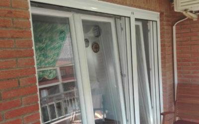 Balconera con persianas motorizadas